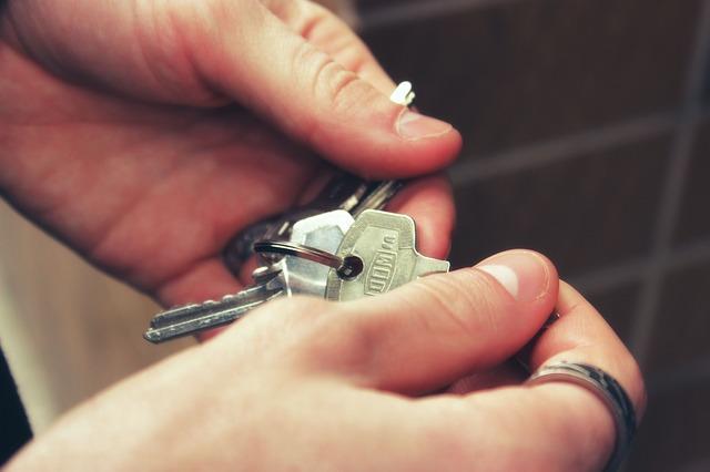 Как удержать имущество арендатора